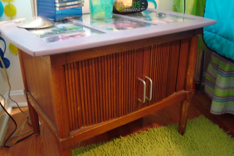 Retro Bedside table makeover