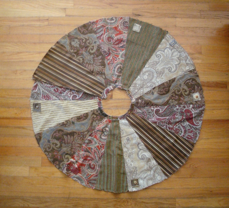 Christmas Tree Skirt - in a Magpie design